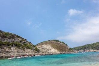 Jesteśmy na plaży przy wyspie Fazzio. / Nous sommes arrivés à la plage près de Fazzio.