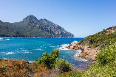 Widok w strone Punta Castellacciu, Monte Senino i Cap Senino / Vue sur la Punta Castellacciu, Monte Senino et Cap Senino.