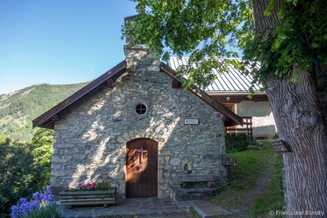 Kapliczka w Le Rosay.