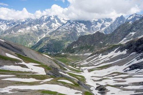 Spoglądając z przełęczy Vallonpierre na północ w stronę schroniska o tej samej nazwie.