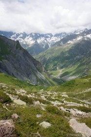 Rozpoczynamy zejście ze schroniska (2271 m) w stronę doliny la Chapelle (okolice 1400 m).